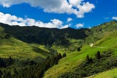 Paesaggio della montagna lungo la strada maestra di Zillertal in alpi austriache Fotografia Stock Libera da Diritti