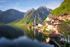 Paesaggio della montagna nell'alpe dell'Austria con il lago, Hallstatt Fotografia Stock