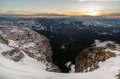 Paesaggio della montagna nell'orario invernale in Carphatians Immagine Stock