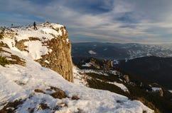 Paesaggio della montagna nell'orario invernale in Carphatians Fotografia Stock