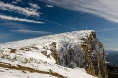 Paesaggio della montagna nell'orario invernale in Carphatians Fotografie Stock Libere da Diritti