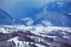 Paesaggio della montagna nella contea di Brasov fotografia stock libera da diritti