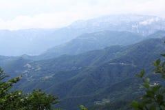 Paesaggio della montagna nella foschia Fotografia Stock Libera da Diritti