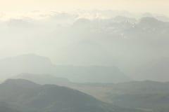 Paesaggio della montagna nella foschia Immagine Stock Libera da Diritti