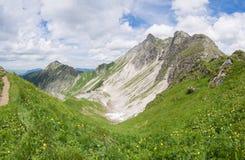 Paesaggio della montagna nelle alpi di Allgau Immagini Stock