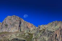 Paesaggio della montagna nelle alpi francesi di estate Fotografia Stock