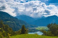 Paesaggio della montagna nelle alpi svizzere Immagini Stock