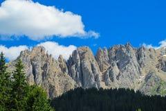 Paesaggio della montagna rocciosa delle alpi della dolomia Fotografia Stock