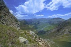 Paesaggio della montagna Strada di elevata altitudine nei Carpathians Fotografie Stock Libere da Diritti