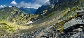 Paesaggio della montagna su estate Fotografia Stock