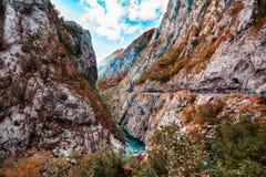 Paesaggio della montagna Tara River Canyon fa parte dell'itinerario di rafting, parco nazionale di Durmitor, Montenegro Immagine Stock Libera da Diritti