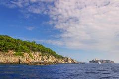 Paesaggio della natura del parco nazionale di Gargano: costa del archipelag del ` delle isole di Tremiti, Italia Puglia Immagine Stock