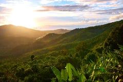 Paesaggio della natura del tramonto della Tailandia Paesaggio background environ Fotografia Stock