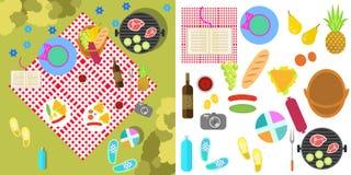 Paesaggio della natura di picnic di estate con la coperta e Fotografie Stock
