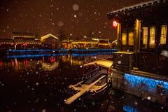 Paesaggio della neve nella sera della città antica di Wuxi Immagine Stock Libera da Diritti