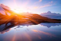 Paesaggio della primavera con un lago della montagna Fotografie Stock Libere da Diritti
