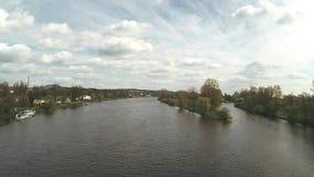 Paesaggio della primavera a confluenza dei fiumi Labe e Ohre dal ponte Tyrsuv più nella città di Litomerice in repubblica Ceca video d archivio