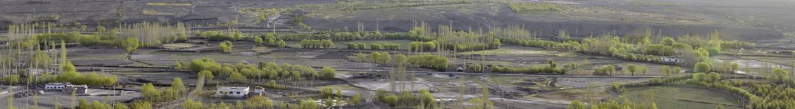 Paesaggio della primavera: una vista del terreno alluvionale del fiume, campi arati, alberi verdi, alta risoluzione di panorama d Immagini Stock Libere da Diritti