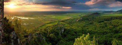Paesaggio della sorgente con il sole Fotografia Stock Libera da Diritti