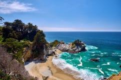 Paesaggio della spiaggia della costa del Pacifico di U.S.A., California immagine stock
