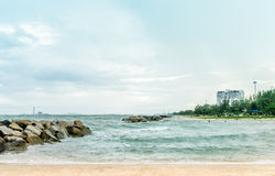 Paesaggio della spiaggia della roccia di Rayong Tailandia Fotografia Stock Libera da Diritti