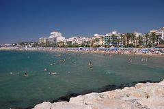 Paesaggio della spiaggia di Sitges immagine stock libera da diritti