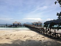 Paesaggio della spiaggia della località di soggiorno di isola di Sabah immagini stock libere da diritti