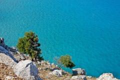 Paesaggio della spiaggia in Rodos/spiaggia dorata dell'agathi Fotografia Stock