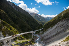 Paesaggio della strada nel passaggio di Arthur, isalnd del sud, Nuova Zelanda Fotografia Stock Libera da Diritti