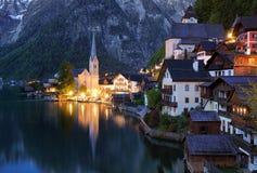 Paesaggio delle alpi dell'Austria, Hallstatt alla notte Fotografie Stock
