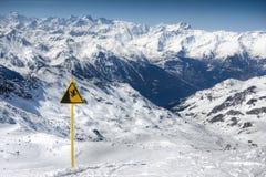 Paesaggio delle alpi di inverno dalla stazione sciistica Val Thorens Fotografia Stock