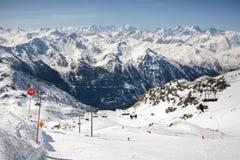 Paesaggio delle alpi di inverno dalla stazione sciistica Val Thorens Immagini Stock Libere da Diritti