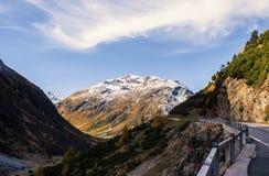Paesaggio delle alpi e della foresta svizzere del parco nazionale in Svizzera Alpi della Svizzera sull'autunno Parc Naziunal Sviz Fotografia Stock Libera da Diritti