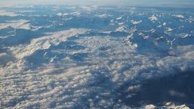Paesaggio delle alpi in Europa durante la stagione invernale con neve fresca dalla finestra dell'aeroplano Fotografia Stock Libera da Diritti