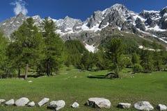 Paesaggio delle alpi italiane in primavera Fotografia Stock Libera da Diritti