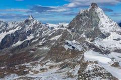 Paesaggio delle alpi svizzere con il Cervino, cantone di inverno del Valais Immagine Stock Libera da Diritti