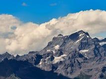 Paesaggio delle alpi visto dalla valle d'Aosta italiana Fotografia Stock