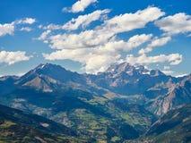 Paesaggio delle alpi visto dalla valle d'Aosta italiana Immagini Stock