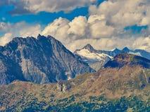 Paesaggio delle alpi visto dalla valle d'Aosta italiana Fotografie Stock