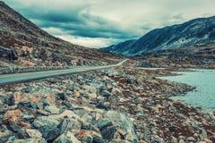 Paesaggio delle alte montagne della Norvegia Fotografie Stock Libere da Diritti