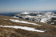 Paesaggio delle alte montagne nell'estate Immagine Stock