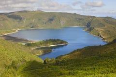 Paesaggio delle Azzorre con il lago Lagoa fa Fogo, sao Miguel portugal Fotografia Stock
