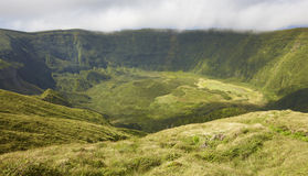 Paesaggio delle Azzorre nell'isola di Faial Cono vulcanico grande di Caldeira Immagine Stock Libera da Diritti