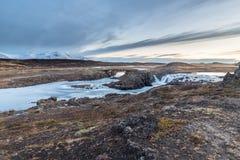 Paesaggio delle cascate e dei fiumi in terre islandesi immagini stock libere da diritti