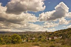 Paesaggio delle colline della città Fotografie Stock
