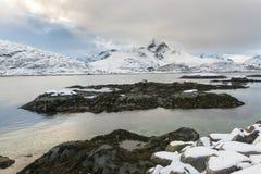 Paesaggio delle isole di Lofoten durante l'orario invernale fotografie stock libere da diritti