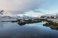 Paesaggio delle isole di Lofoten durante l'orario invernale fotografie stock