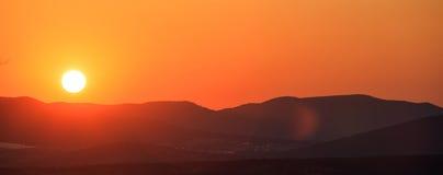 Paesaggio delle montagne al tramonto Immagini Stock Libere da Diritti