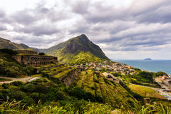 Paesaggio delle montagne con le rovine Fotografia Stock
