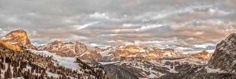 Paesaggio delle montagne delle dolomia Immagine Stock